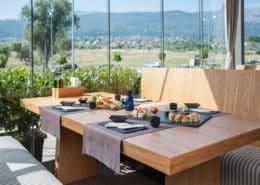 Суши маса с гледка към Витоша